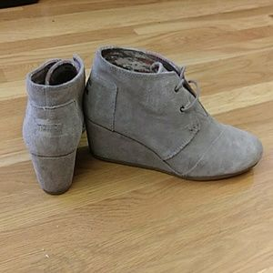 Tom's wedge boots